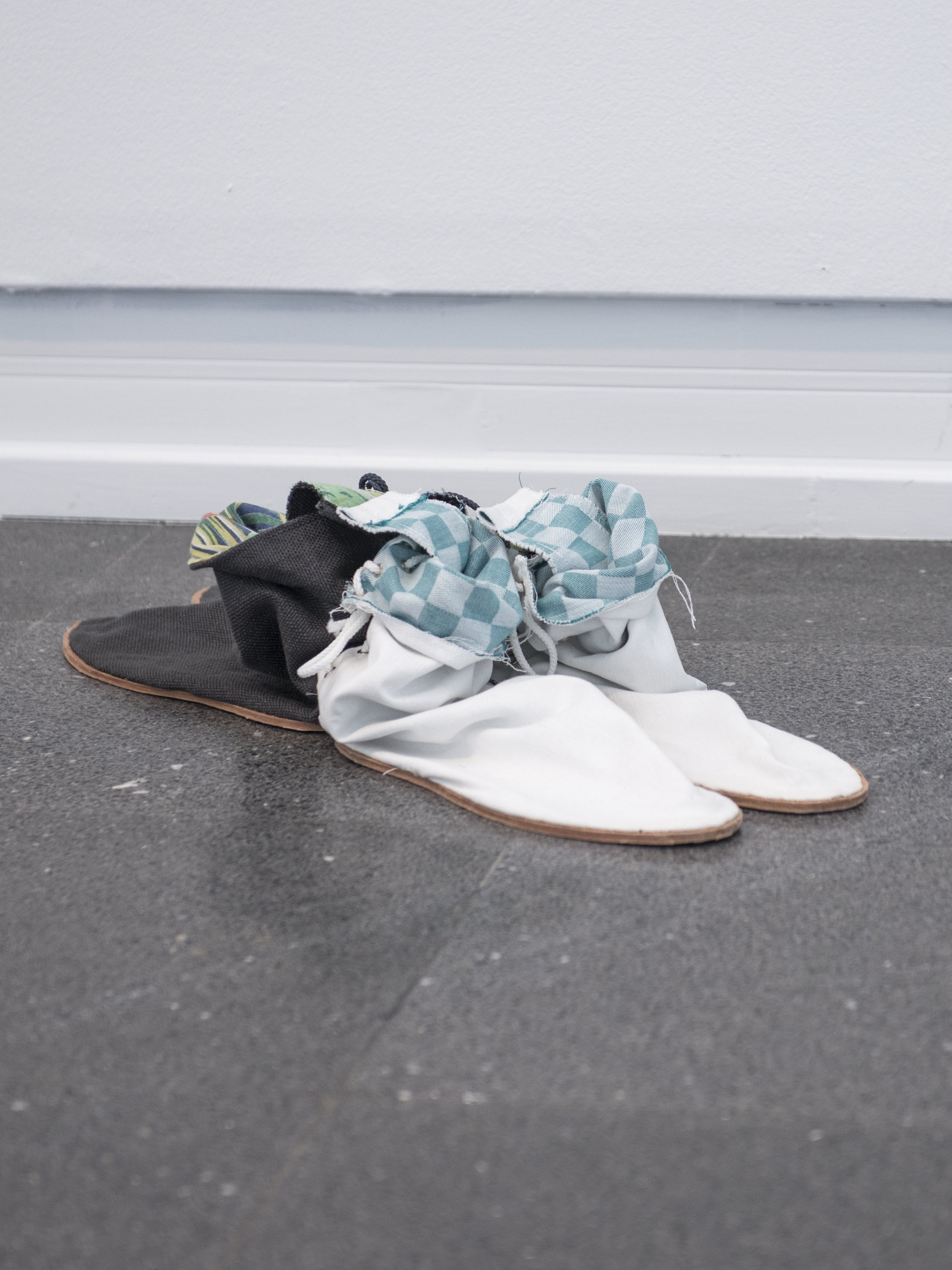 Sewn canvas shoes, 55×22×15